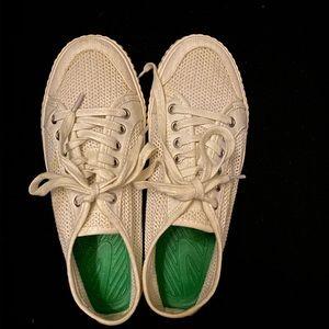 White tretorn shoes
